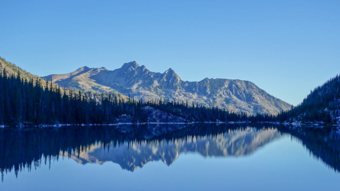 Colchuck Lake, looking South from the start of Aasgard Pass